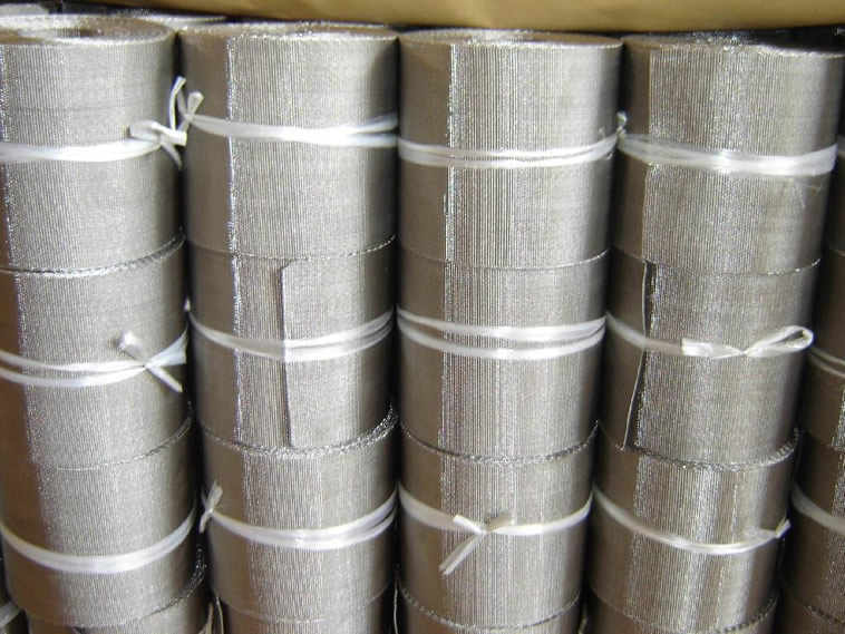Several rolls of screen belts fastened by white plastic rope packed in paper carton.